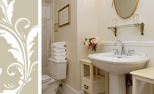 Brisa Room private bath with pedestal sink