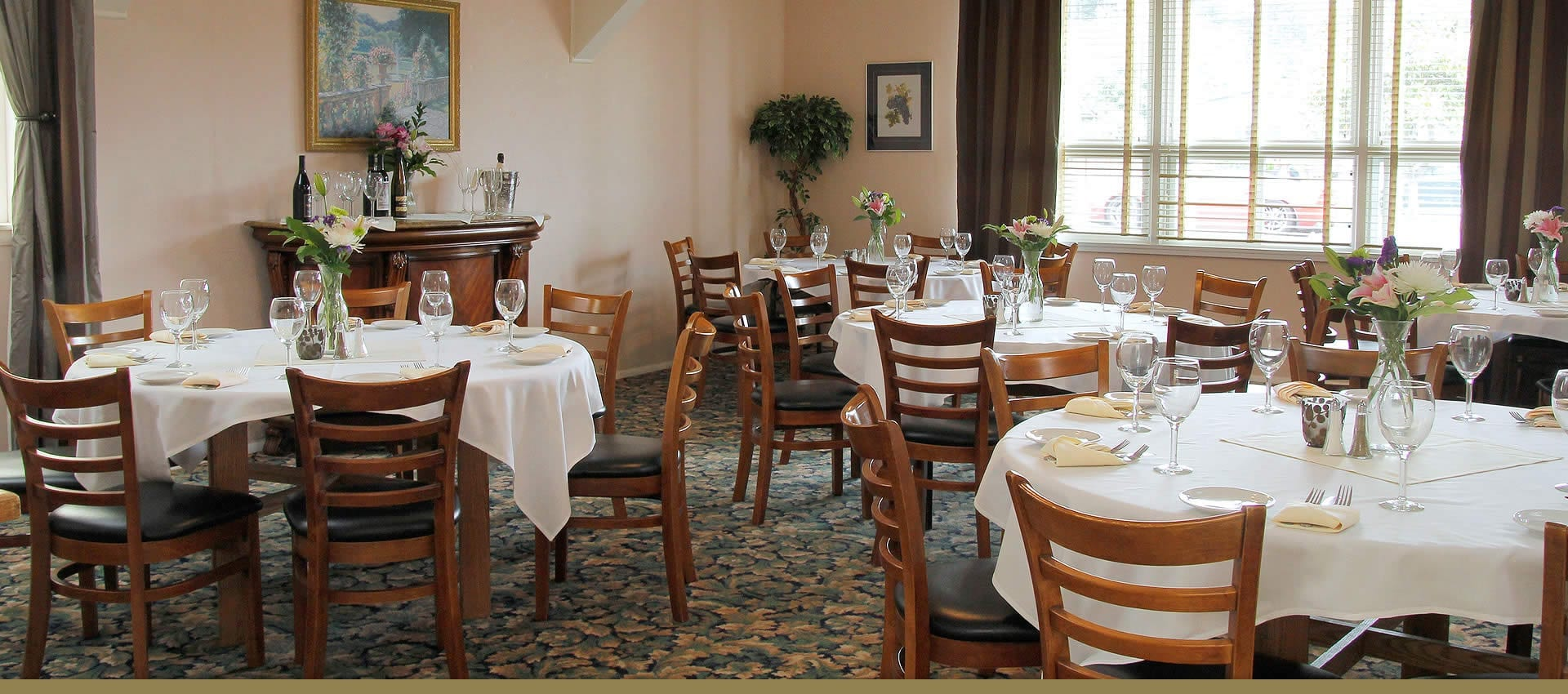 Victorian Inn Hotel Event Room Holds 40 Guests