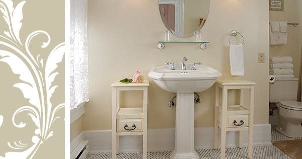 Abigail Room bathroom with pedestal sink