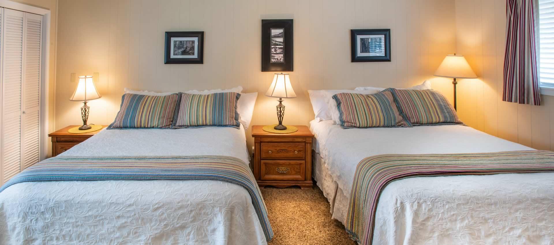 Redwood Suites- ada room bedroom with 2 queen beds