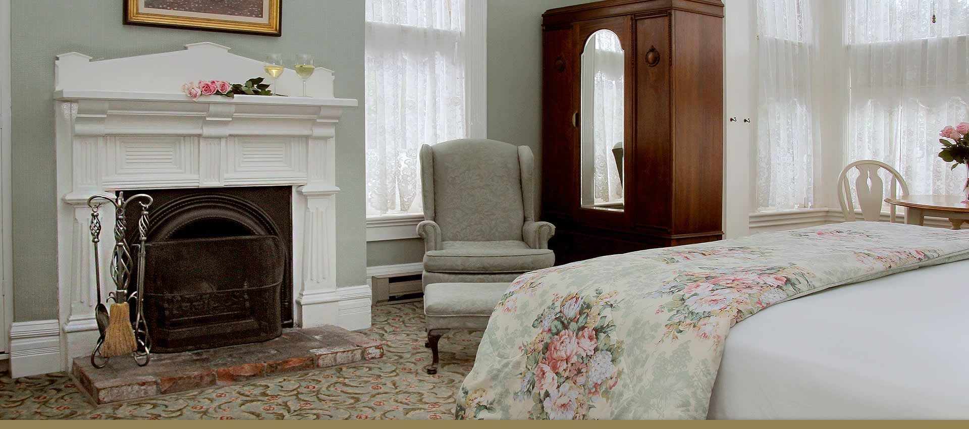 Brisa bedroom with king bed, fireplace and bay window
